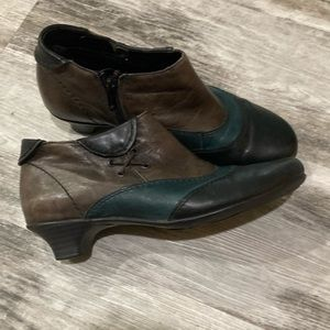 REMONTE leather ankle booties. Size 38